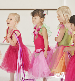 Kinderballerinas in studio